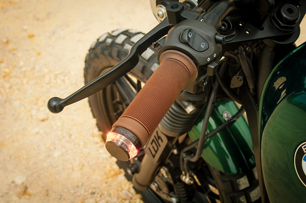 "Turn signals for Monogadget grips in the BMW R100 Scrambler ""Green"""