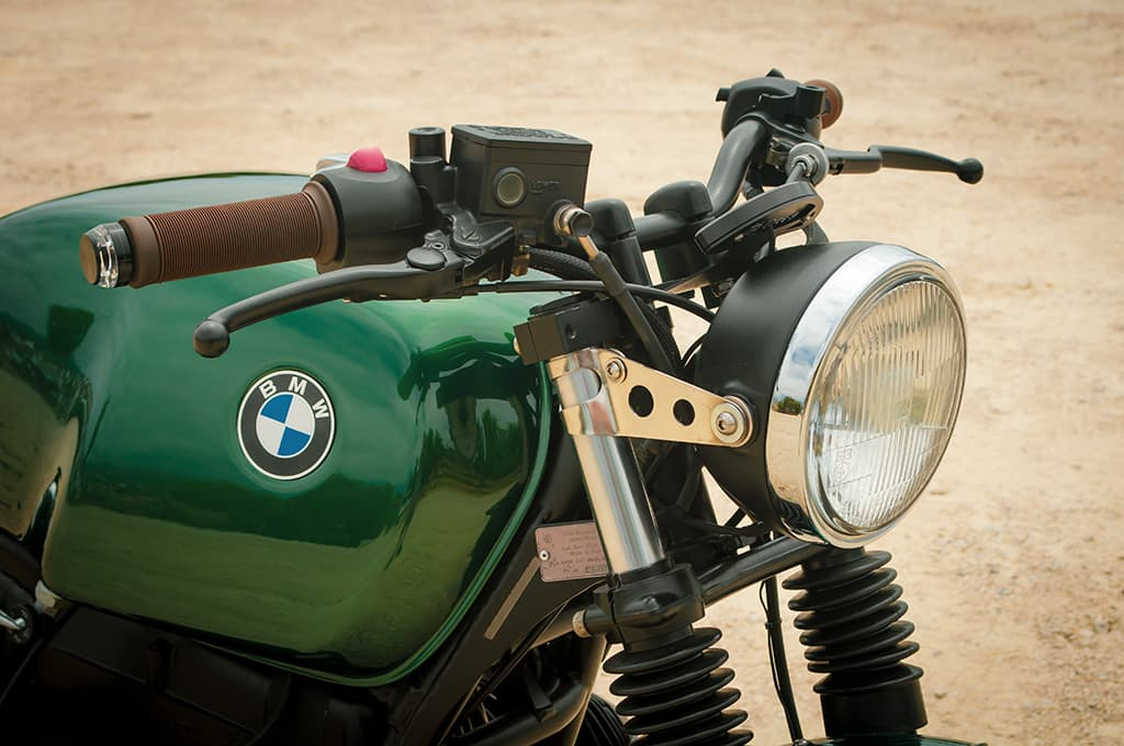 "Front-end detail of the BMW R100 Scrambler ""Green"""