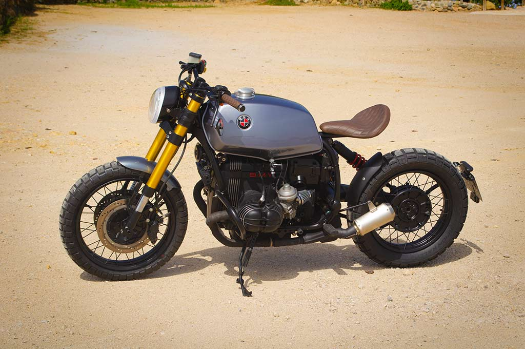 BMW R100R Scrambler in a right-to-left view