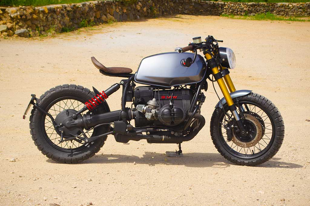 Left-to-Right view of the BMW R100R Scrambler by Lord Drake Kustoms