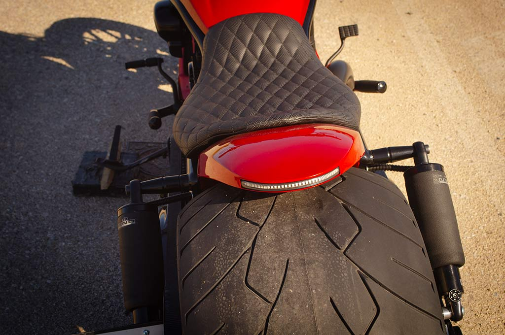 Seat and rear fender with LED indicators of Vrod 360