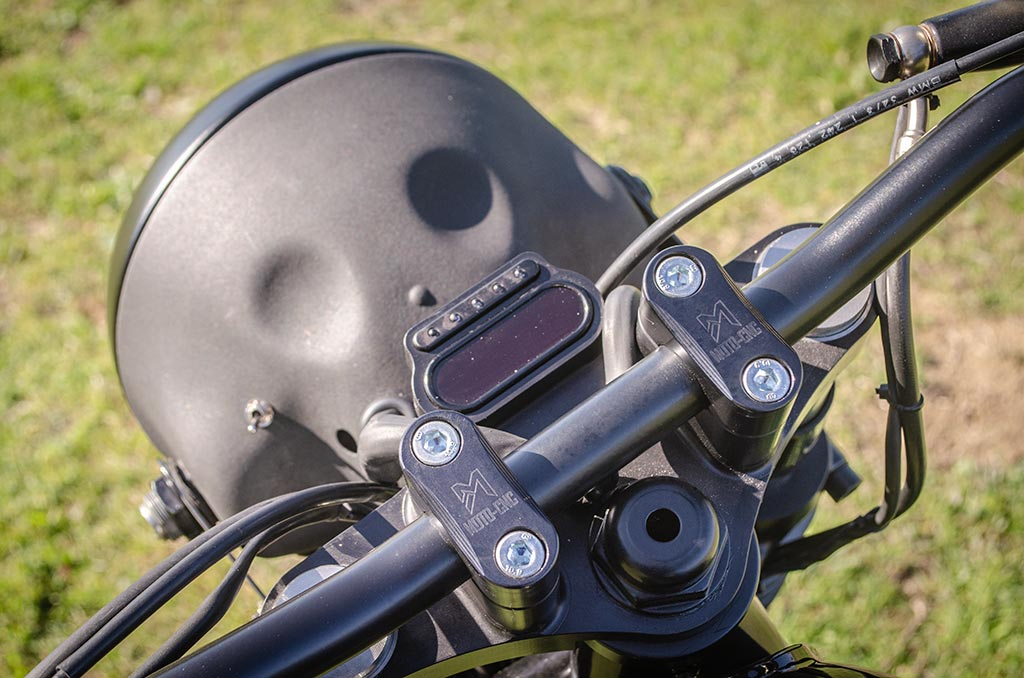 Monogadget odometer for the BMW R100 Cafe Racer