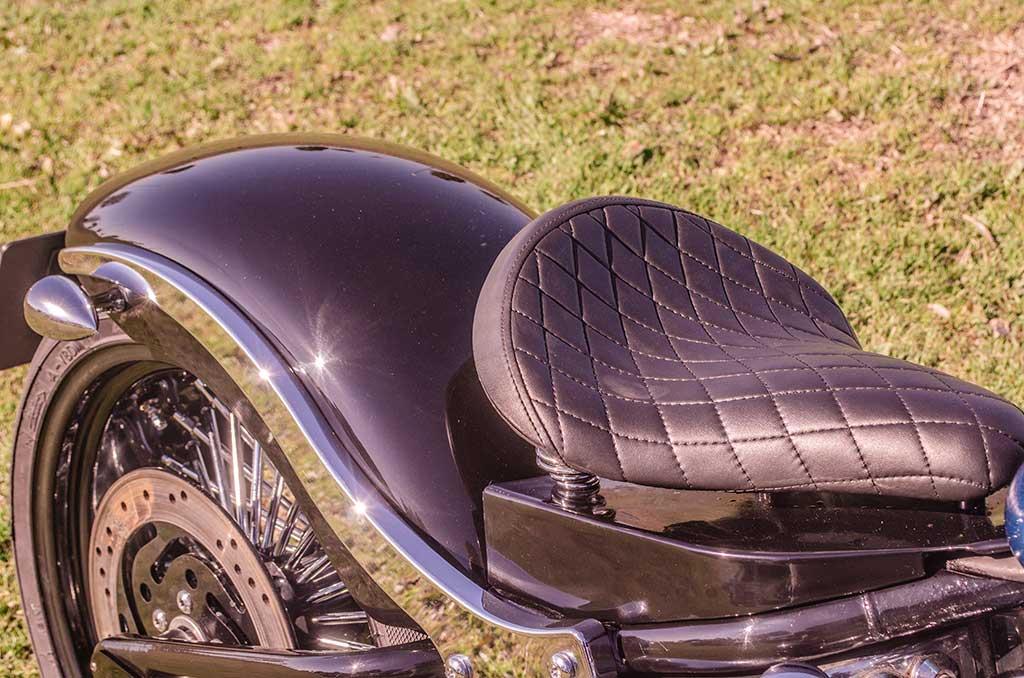 Softail Deuce Bobber seat
