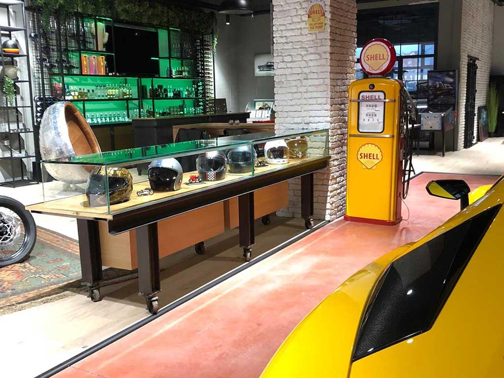 Cafe racer helmet showcase at the next LDK workshop in Madrid