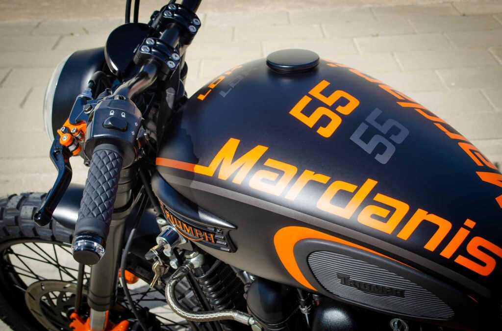 Triumph Mardanis tank detail and graphics