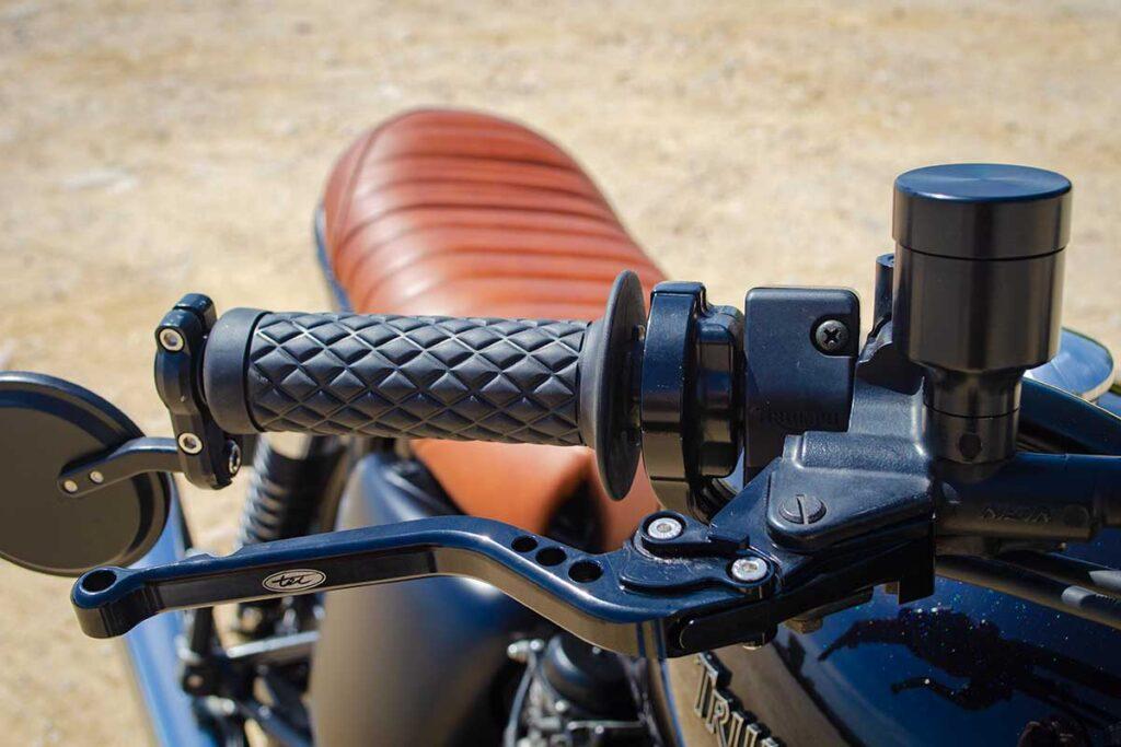 Triumph Scrambler Thruxton - Grip details