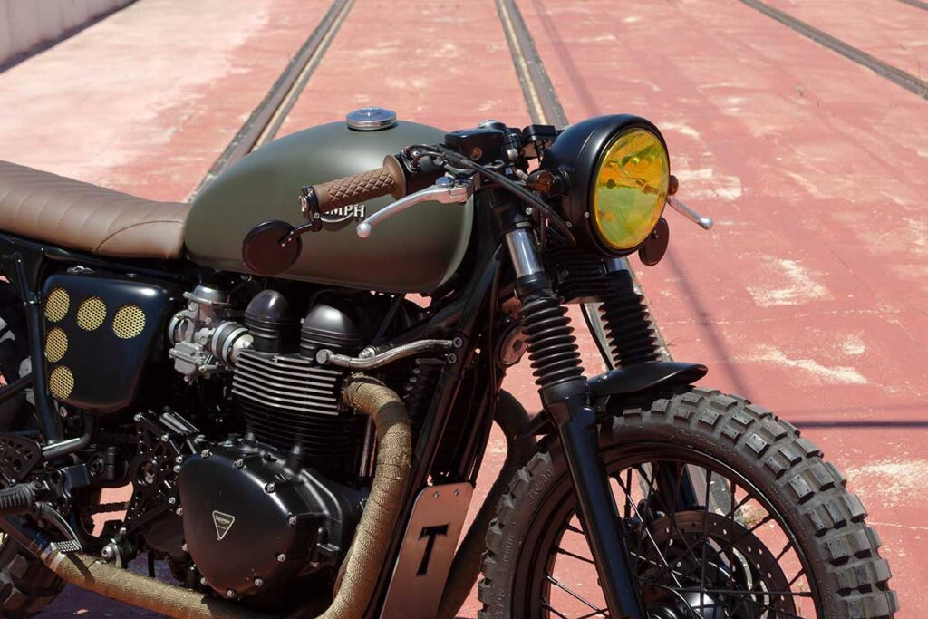 """Detail of the front of the LDK Triumph Bonneville T100 """"Army"""""""