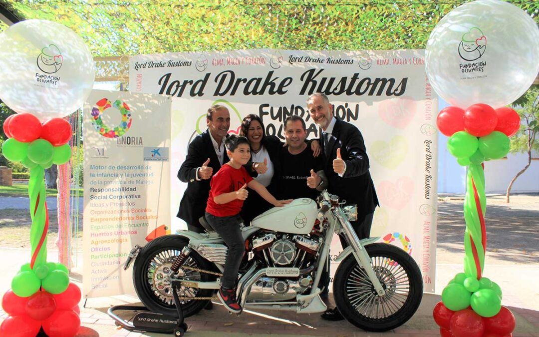 Lord Drake Kustoms presents the customized Harley for Fundación Olivares that will be raffled to raise funds to fight childhood cancer